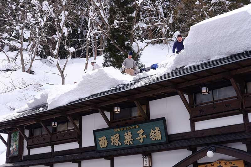 TSST_16_clearing_snow.jpg