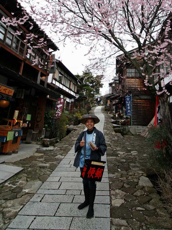 Nakasendo trail traditional attire in magome with blossom