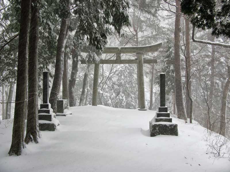 Japanese torii gate in the snow in Torii Pass