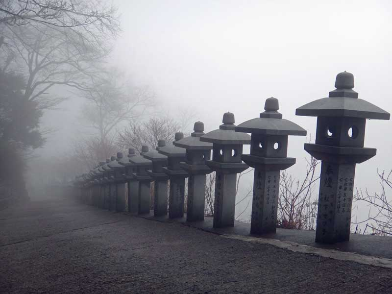 STP_stone_lanterns.jpg